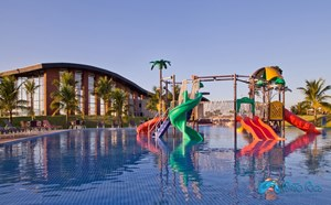 Piscina do Condomínio Porto Rico Resort Residence