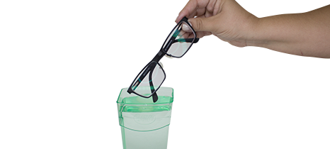 Colocar água e inserir oculos